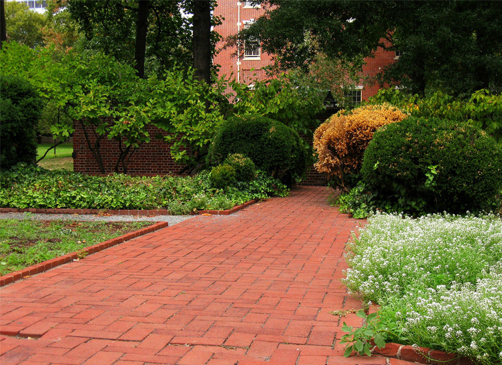 Landscaping Tips: How to Use Bricks in the Garden