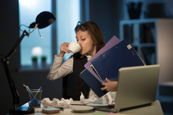 7 Characteristics of a Workaholic Worker