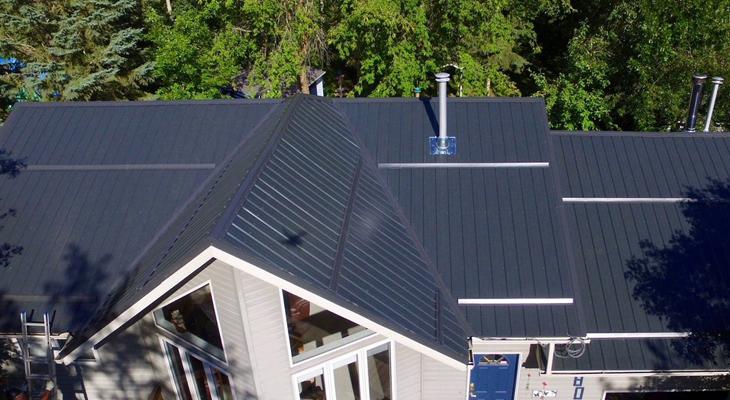Metal Roofing Vs Asphalt Shingles What S The Better Option