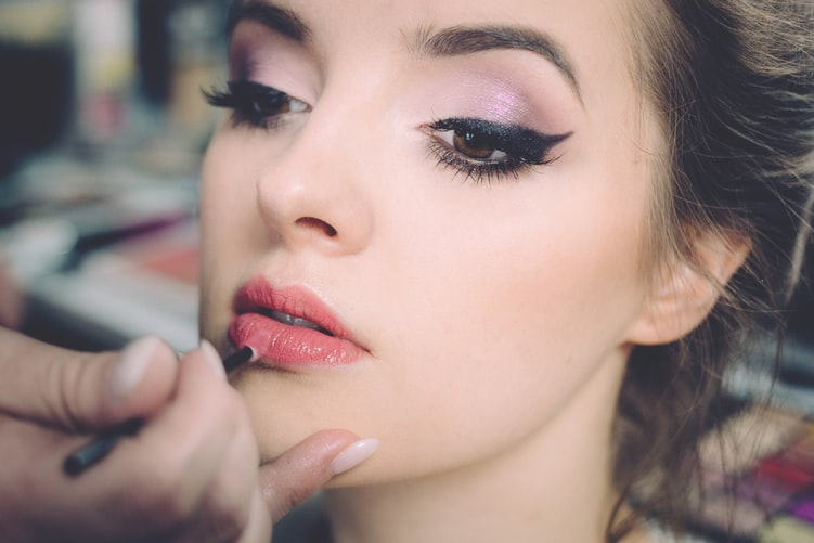Online Education in the Makeup Industry